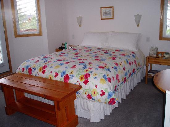Hidden Falls Bed and Breakfast: Our room at Hidden Falls