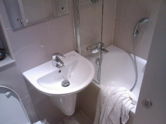 Quality Hotel Hampstead: Bathroom