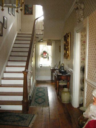 Dr. Jonathan Pitney House : Main Staircase