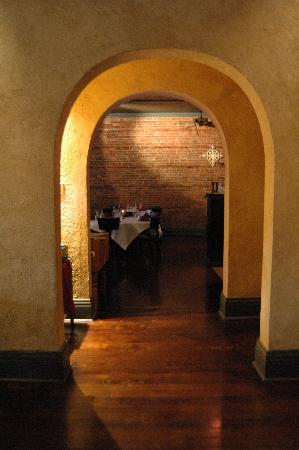 Francesca's Cucina: view from bar into restaurant