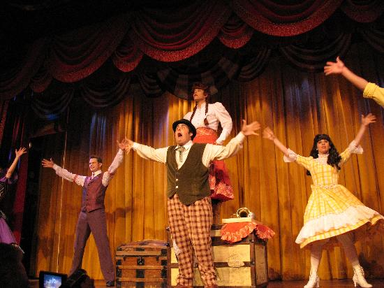 The Hoop-Dee-Doo Musical Revue: A great Slap Stick Stage Show while dining