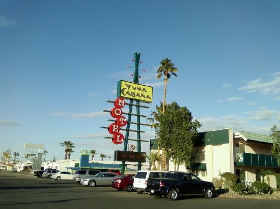 Yuma Cabana Motel: Hard to miss this place!