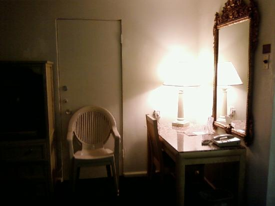 Yuma Cabana Motel: Desk, with internet access.