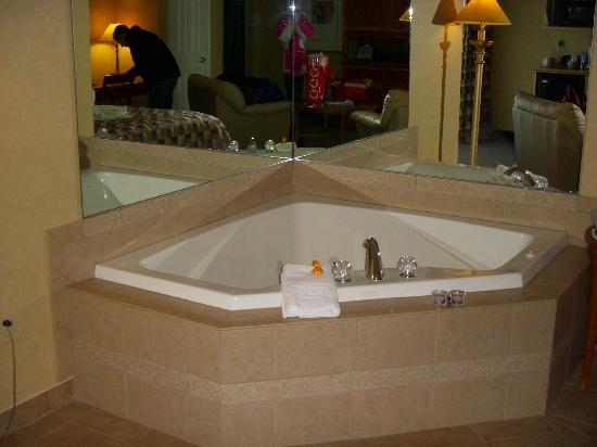 Skaneateles Suites: The Jucuzzi