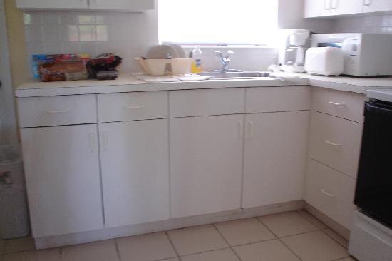 Coral Bay Resort: kitchen