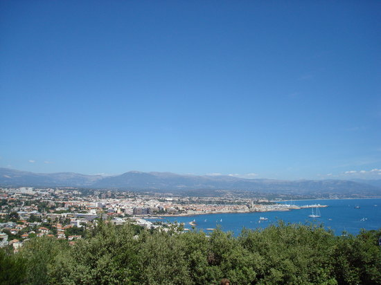 Антиб, Франция: View of Antibes - Old town and Juan les Pins