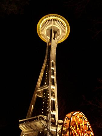 Best Western Executive Inn: Space Needle from parking lot