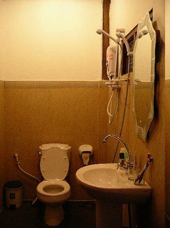 Oui's Guesthouse : the bathroom