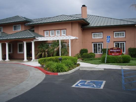 Residence Inn Santa Clarita Valencia: Outside the Main Entrance