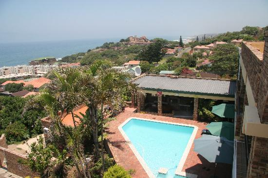 The Albatros Guest House: The view from the balcony over the pool area