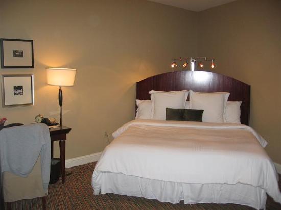 Alderbrook Resort & Spa: King Size Bed