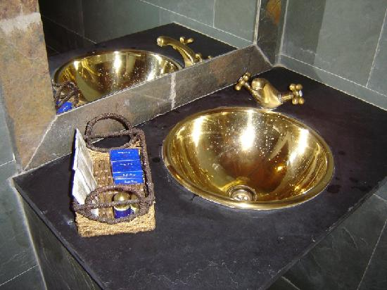 Apartamentos El Tiempo : our bathroom