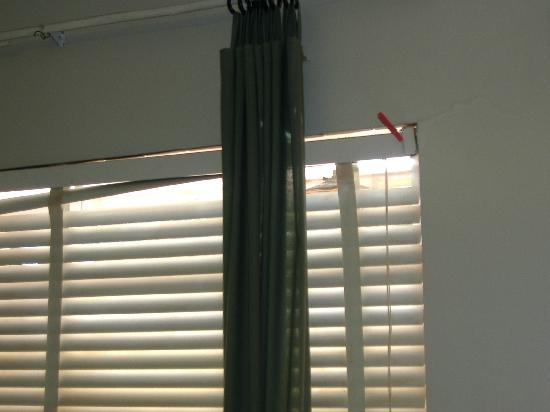 Happy Hollow Motel : Blinds held up by slimy moldy clothespins