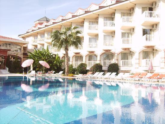 Sultan's Beach Hotel: the pool area