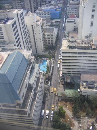 Royal Benja Hotel: Blick vom Zimmer im 28. Stock nach unten