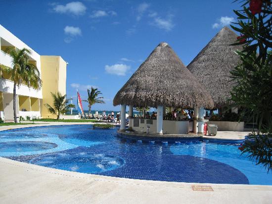 Quiet Pool Swim Up Bar - Picture Of Temptation Cancun -4401