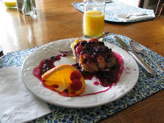 Pleasant Street Inn Bed & Breakfast: The amazing Blueberry French Toast