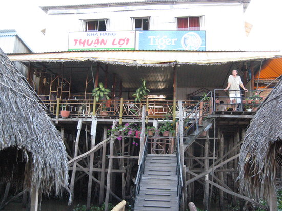 Thuan Loi Hotel: view of back of the hotel