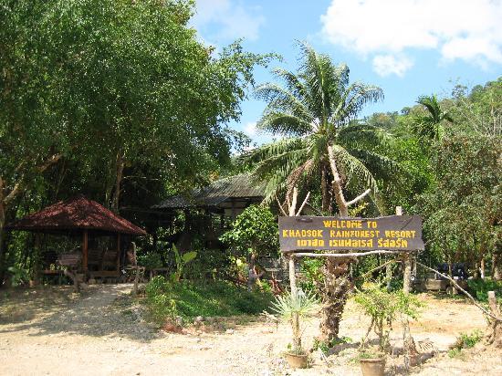 Khaosok Rainforest Resort: front gate