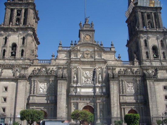 Mexico-Stad, Mexico: one of the cathedrals on the square