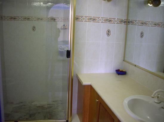 سرفرز سينشري أوشن سايد أبارتمنتس: Bathroom