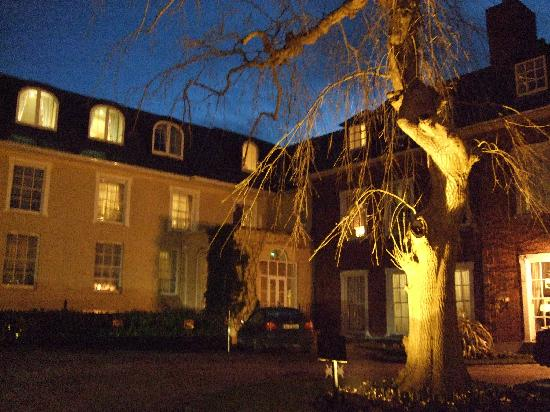 Hayfield Manor Hotel : Outside at night
