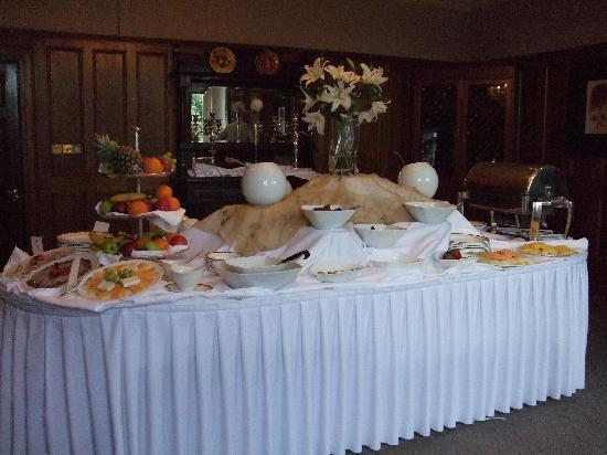 Hayfield Manor Hotel: Breakfast