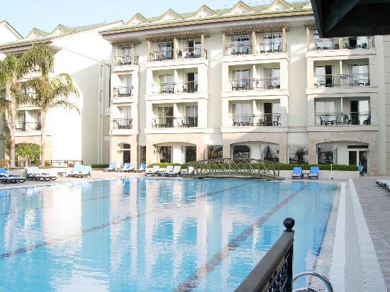 Alva Donna Beach Resort Comfort: Chambre avec vue sur piscine et sur mer