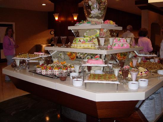 Alva Donna Beach Resort Comfort: Petit aperçu d'un buffet desserts