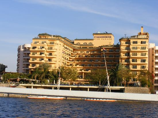 Steigenberger Nile Palace Luxor: View of the hotel from the Nile