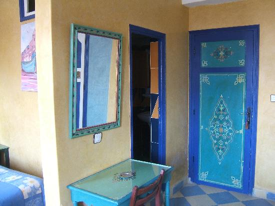 Hotel Sahara: Typical room decor