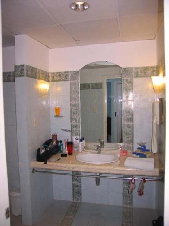 Hotel Playa Costa Verde: The bathroom