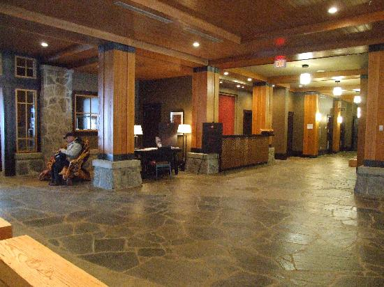 Nita Lake Lodge: Reception Desk