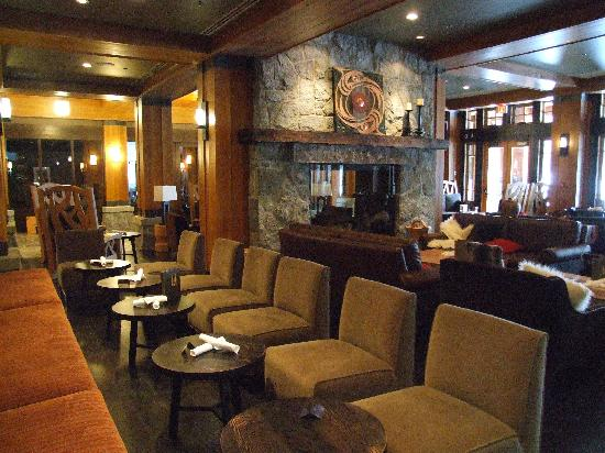 Nita Lake Lodge: Lounge
