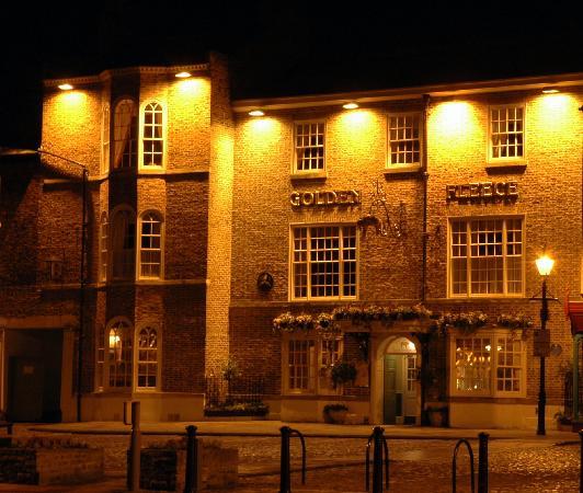 Golden Fleece Hotel: The Gloden Fleece at night