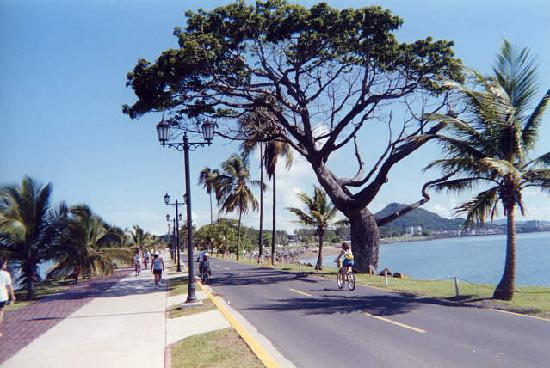 Cidade do Panamá econômico(a)