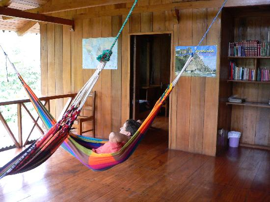 El Descanso: relaxing in the hammocks outside our room
