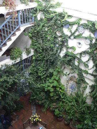 Hostal Dona Esther: the attractive courtyard