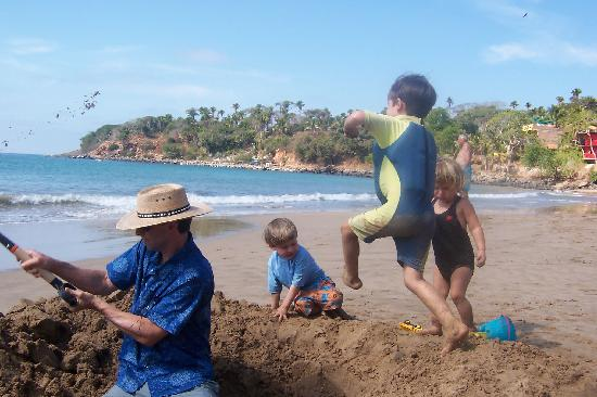 Chacala, Mexico: beach play
