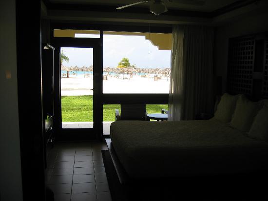 Bucuti & Tara Beach Resort Aruba: View of the beach from room!!
