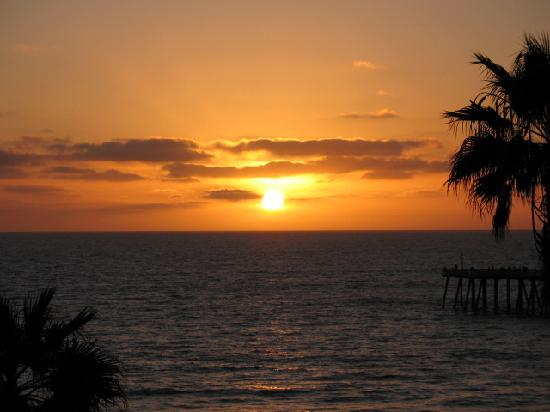 Beachcomber Inn: watching the sun go down