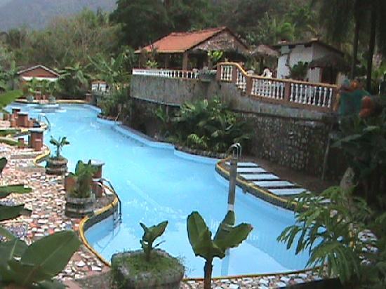 La piscina fotograf a de rio selva resort yungas for Piscina la selva