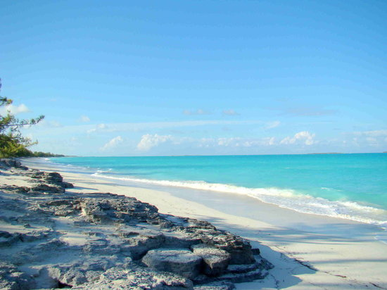 Gran Exuma: There is sand and rocks on Tar Bay