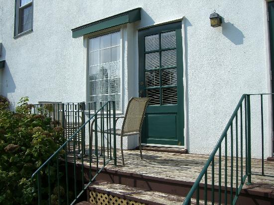 Moffat Inn: Small balcony/porch