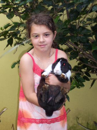 Vida Tropical B and B: Our daughter Marianne with the famous rabbit in the garden