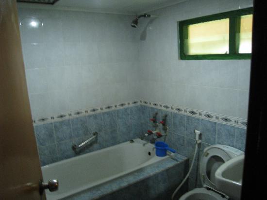Sari Ater Hotel: Rumah Adat - toilet