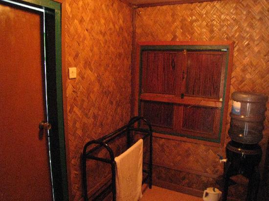 Sari Ater Hotel: Rumah Adat - pantry