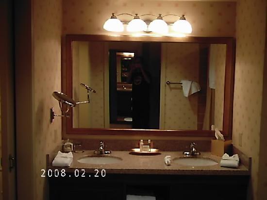 Pechanga Resort and Casino: Pechanga Hotel Bathroom on the 8th Floor