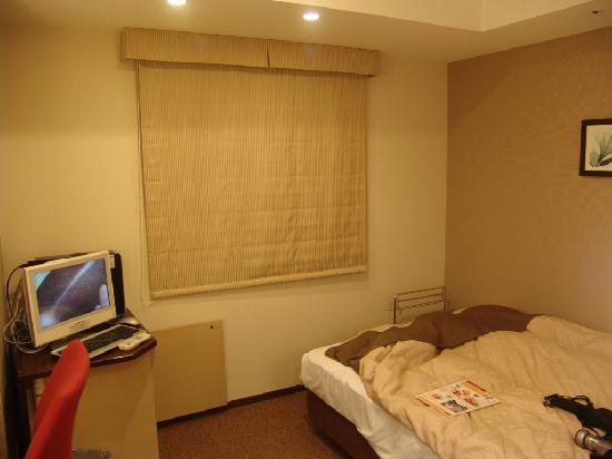 Tokyu Stay Gotanda: Semi-double bed
