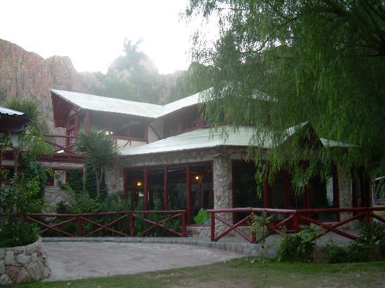 Hotel Nitra II: frente de piedra